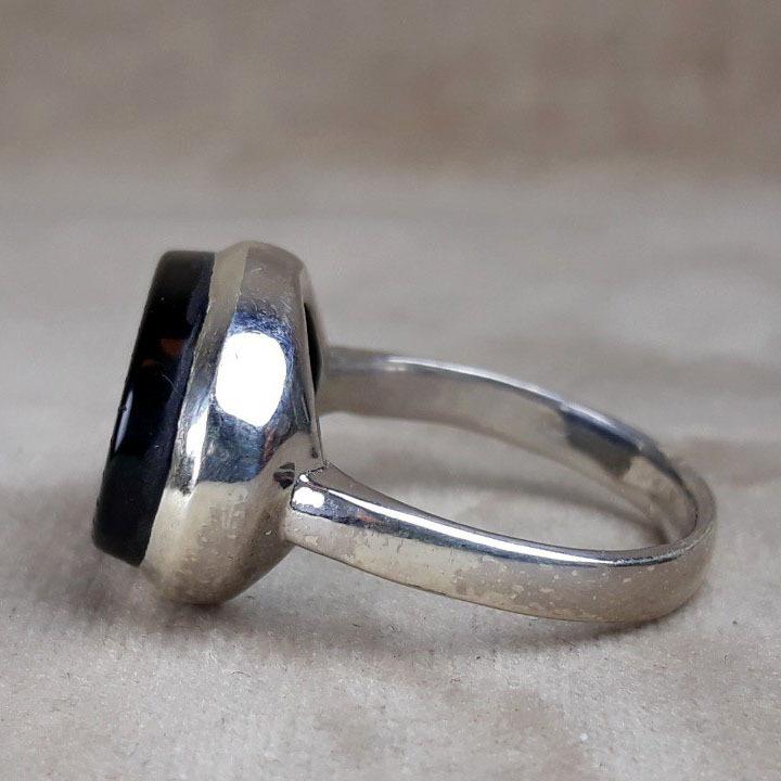 انگشتر زنانه عقیق مشکی خطی