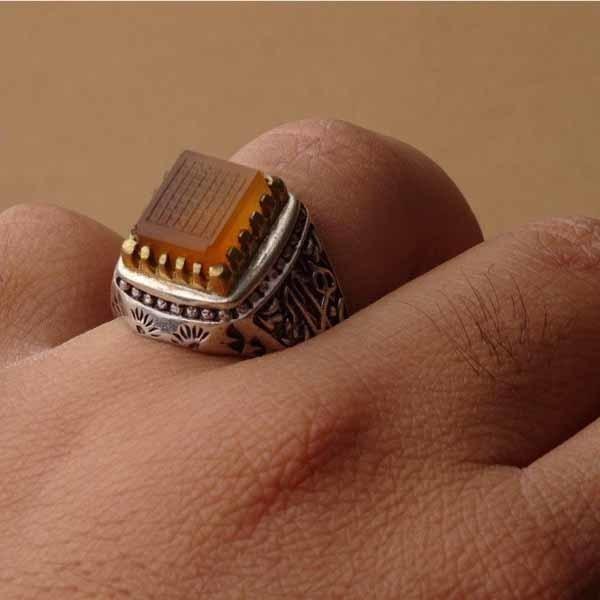 انگشتر مردانه عقیق پرتقالی یمنی خطی هفت شرف